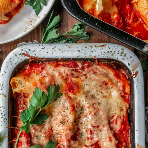 These cheese-stuffed pasta shells sure can please just about anybody. It is creamy, cheesy, warm, comforting and most definitely delicious.