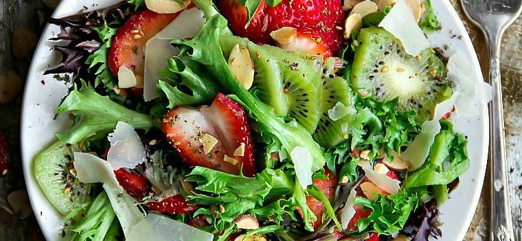 Mixed Greens Kiwifruit and Strawberry Salad