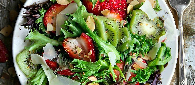 Mixed Greens Kiwifruit and Strawberry Salad