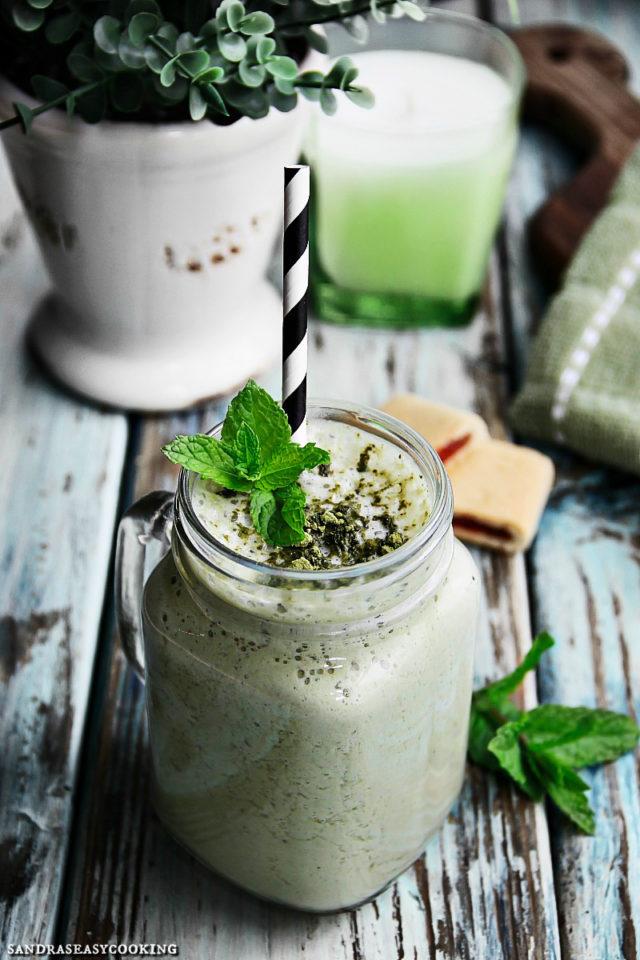 Homemade Healthy Matcha, Banana, Mango and Kale Smoothie Recipe