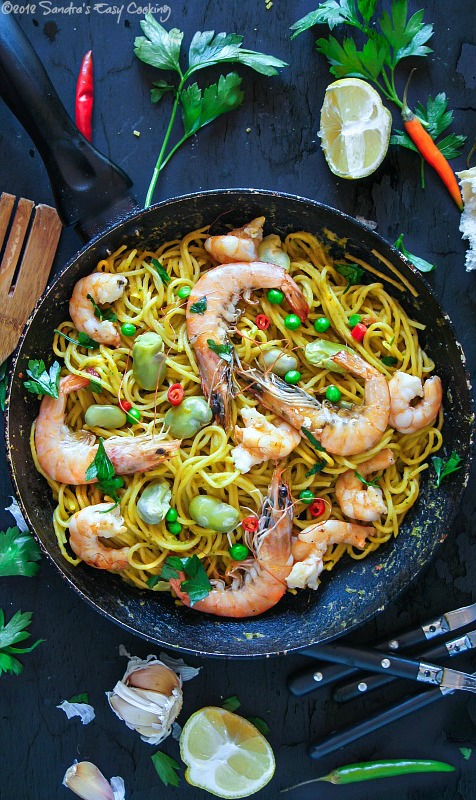 Spaghetti in Peas and Carrot Sauce with Scampi