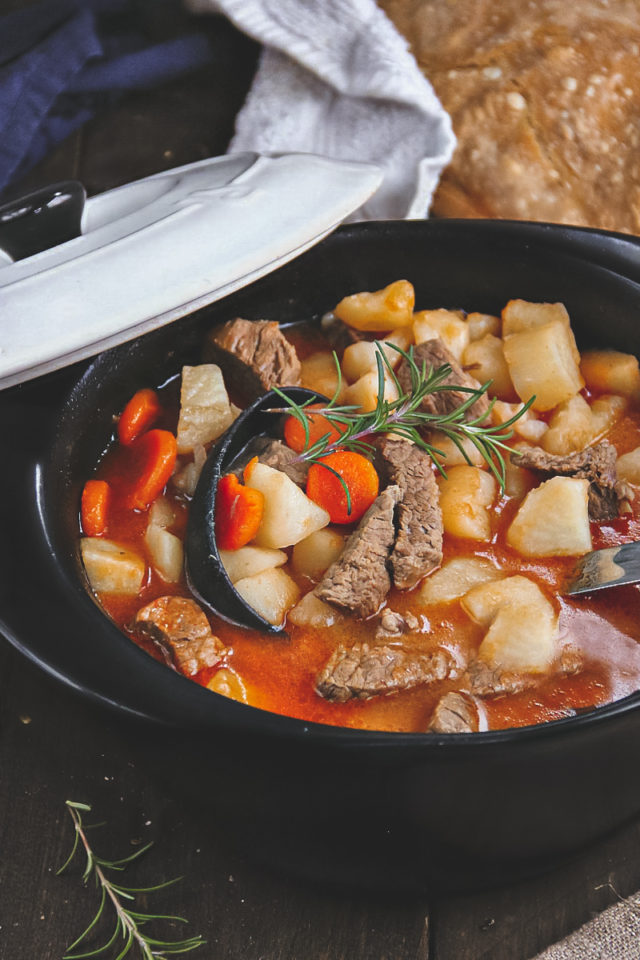 An easy and tasty recipe for beef goulash stew
