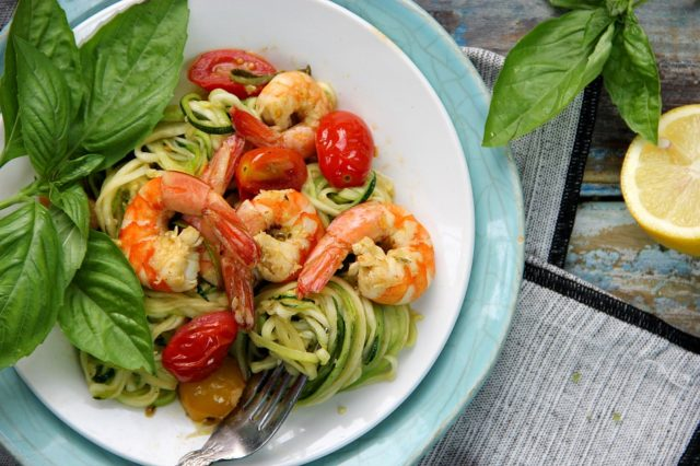 Zoodles with Shrimps and Tomatoes