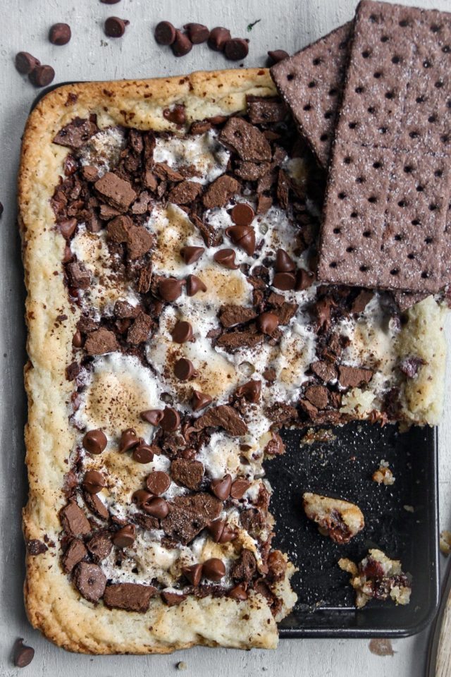 I included a recipe of my homemade sugar cookies in the recipe card just in case you want to use in this Easy S'mores Sweet Pizza